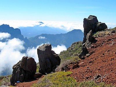 Тропа Roque de los Muchachos - вид на кратер вулкана