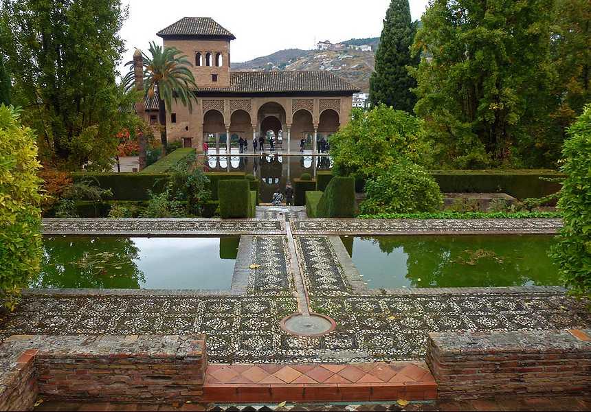 достопримечательности Испании - сады Хенералифе в Гранаде