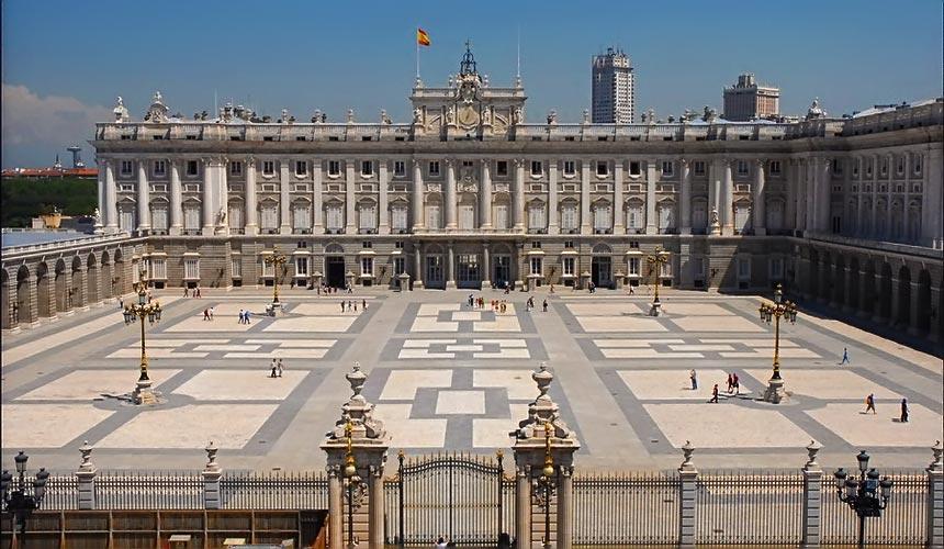 достопримечательности Испании - Королевский дворец в Мадриде
