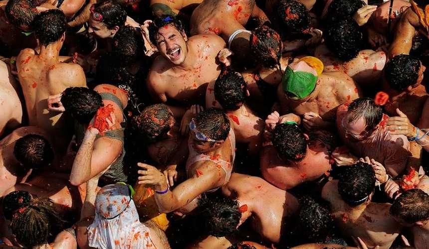 национальная забава в Испании - помидорная битва