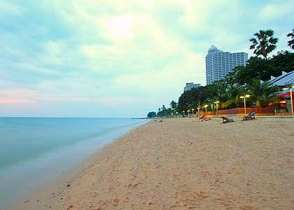 Пляж Наклуа Бич