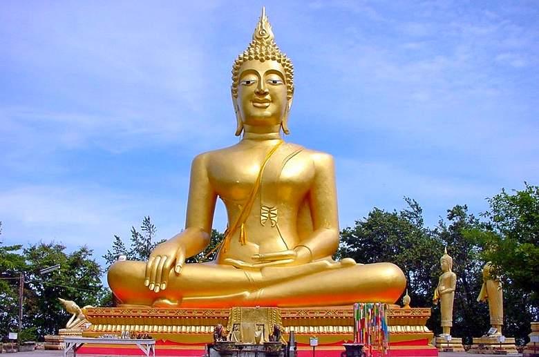 Паттайя или остров Пхукет - храм Будды