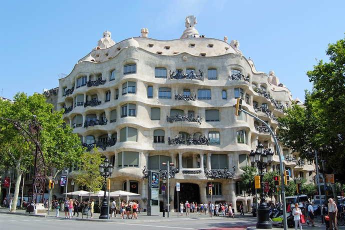Архитектор Гауди и его дома: 10 шедевров Испании