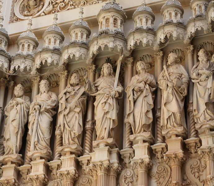 апостолы в монастыре Монтсеррат