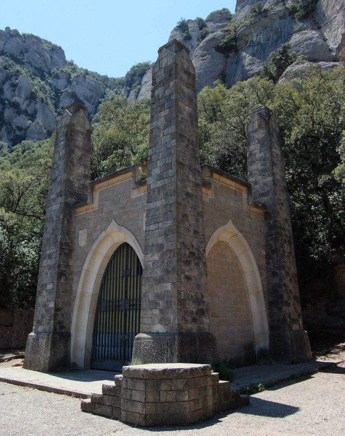 часовня скорбящей в монастыре Монтсеррат