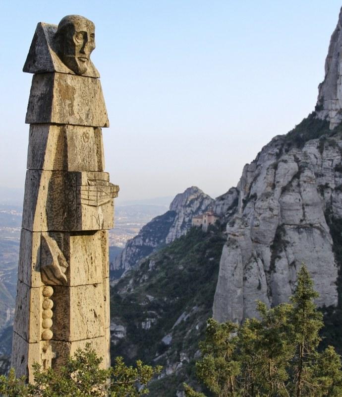 Статуя Доминика в монастыре Монтсеррат