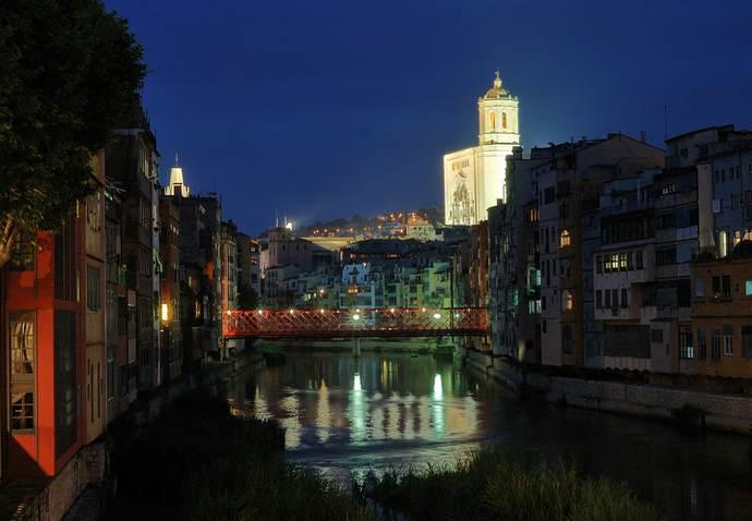 ночная Жирона: храмы города ночью