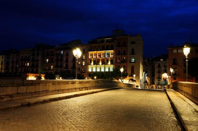 ночная Жирона: мост Порт де Педра