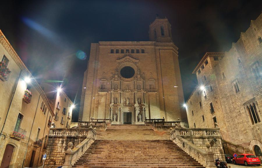 ночная Жирона: подсветка Кафедрального собора