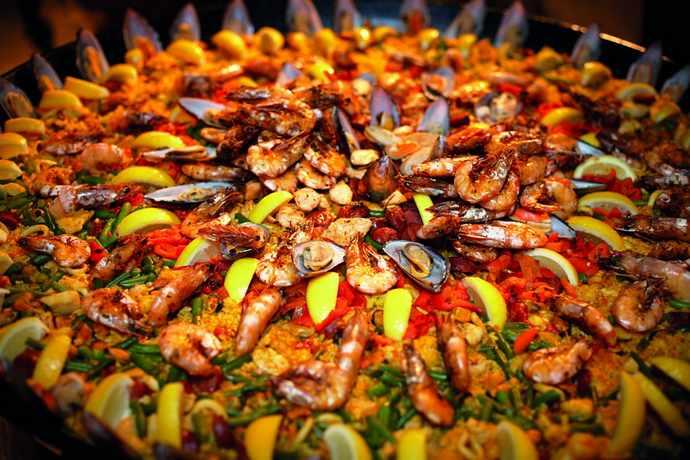 шопинг и рестораны с национальной едой Готического квартала Барселоны: паэлья в Can Culleretes