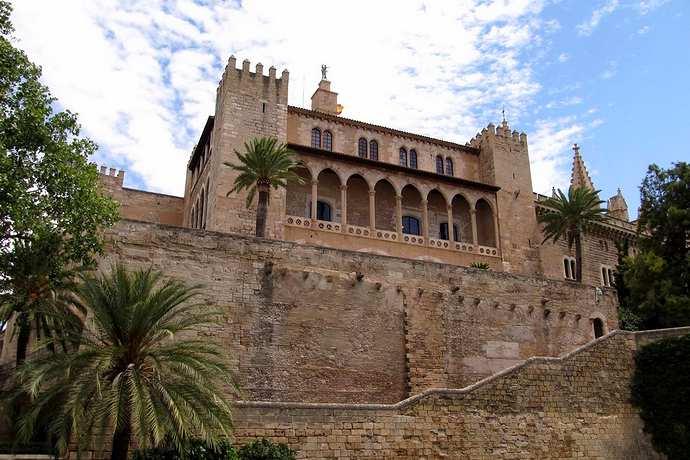 дворец альмудайна пальма