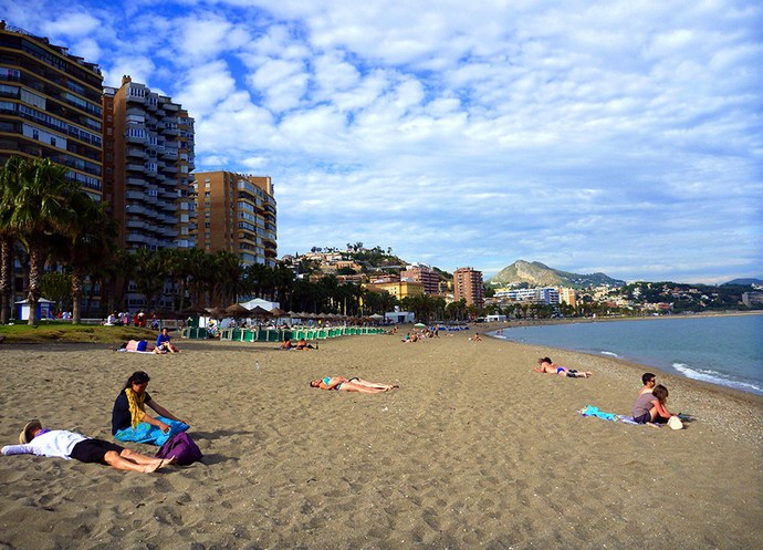 пляж Плайя де ла Малагета в Малаге