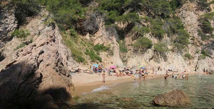 дикий пляж Кадакес