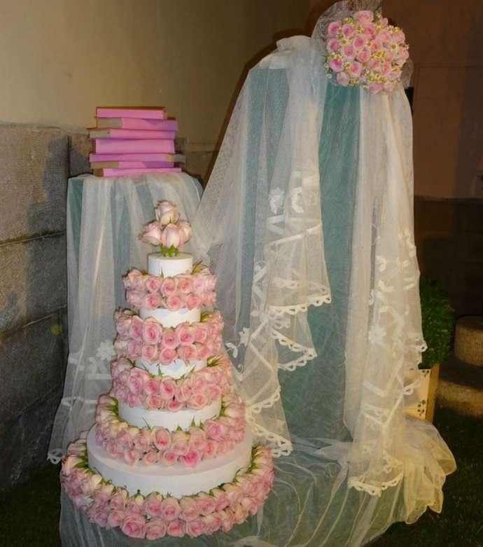 праздники и фестивали Жироны: торт на фестивале цветов