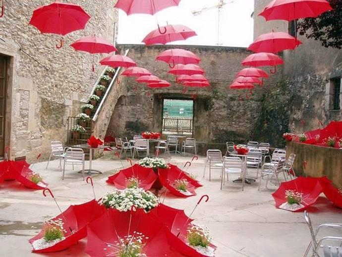праздники и фестивали Жироны: улицы Старого города во время фестиваля цветов
