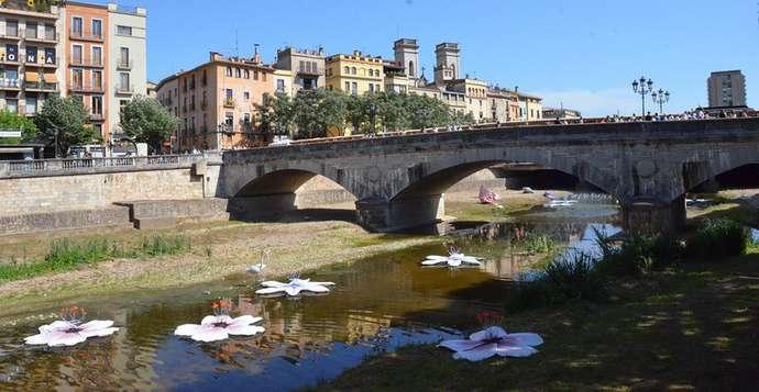 праздники и фестивали Жироны: украшенная река