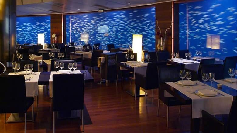 oceanografic valencia underwater restaurant