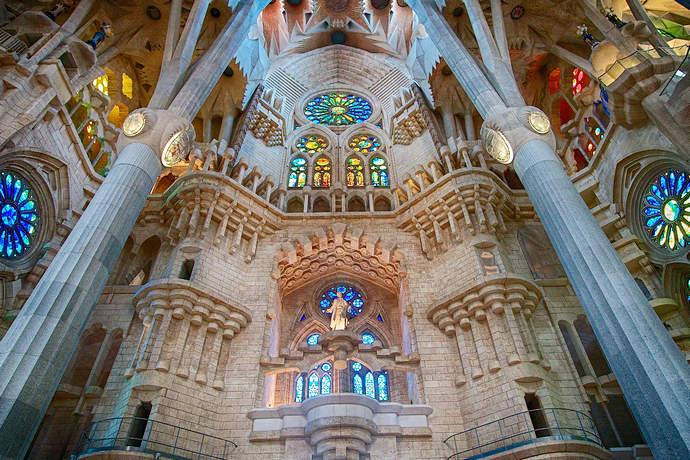 главная достопримечательность Барселоны храм Саграда Фамилия